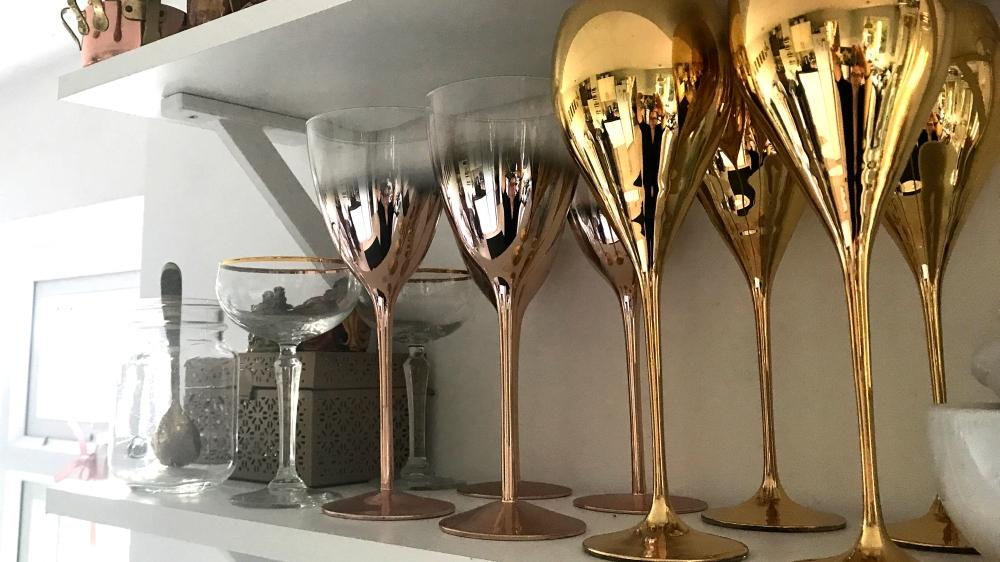 sagejoan_metallic_touches_wineglasses_gold