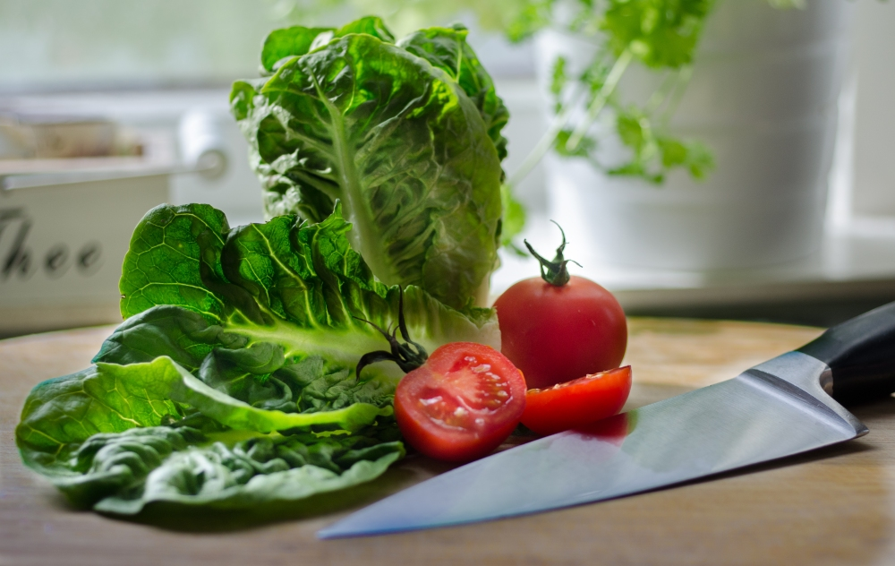 salad-restaurant-tomatoes-kitchen.jpg